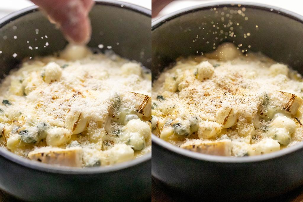 仕上げにパルミジャーノチーズをたっぷり、ブラックペッパーを味のインパクトに