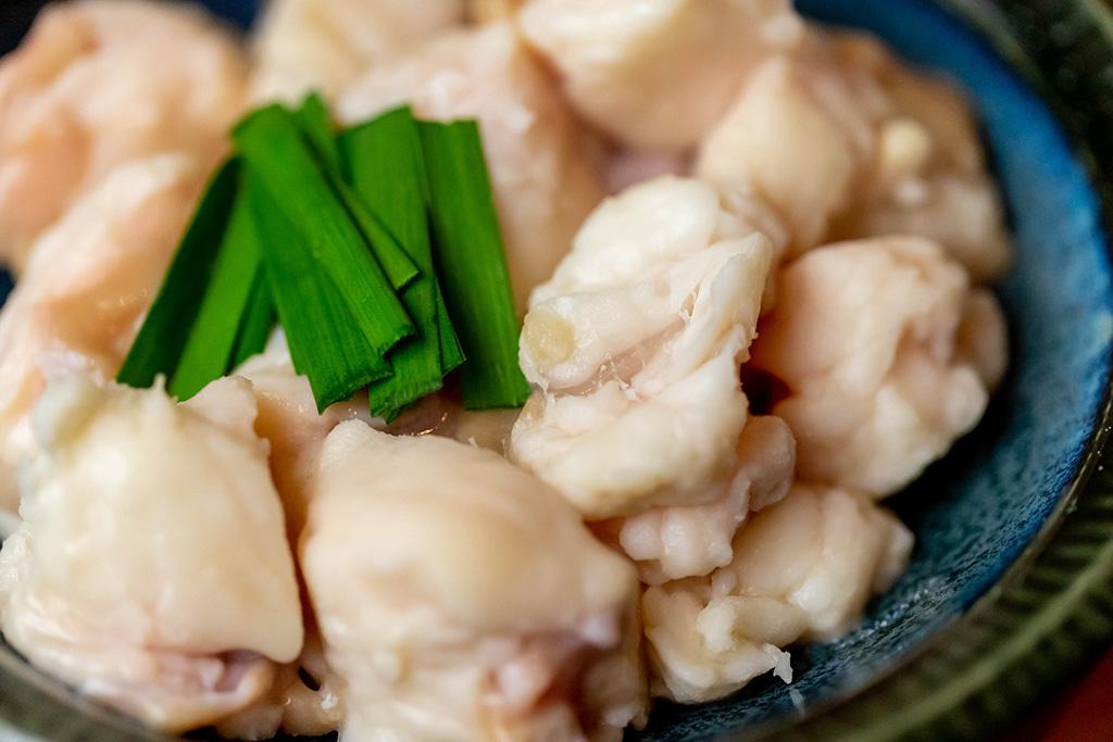 もつは北海道十勝産牛肉の直売所から仕入れている小腸です。