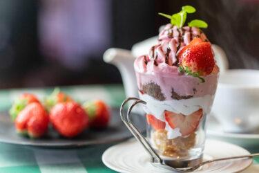 【ニーナ東舞鶴店】期間限定、シルクアイスのいちごチョコトライフル!
